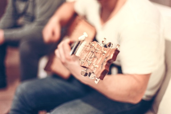 guitar-407114_640.jpg